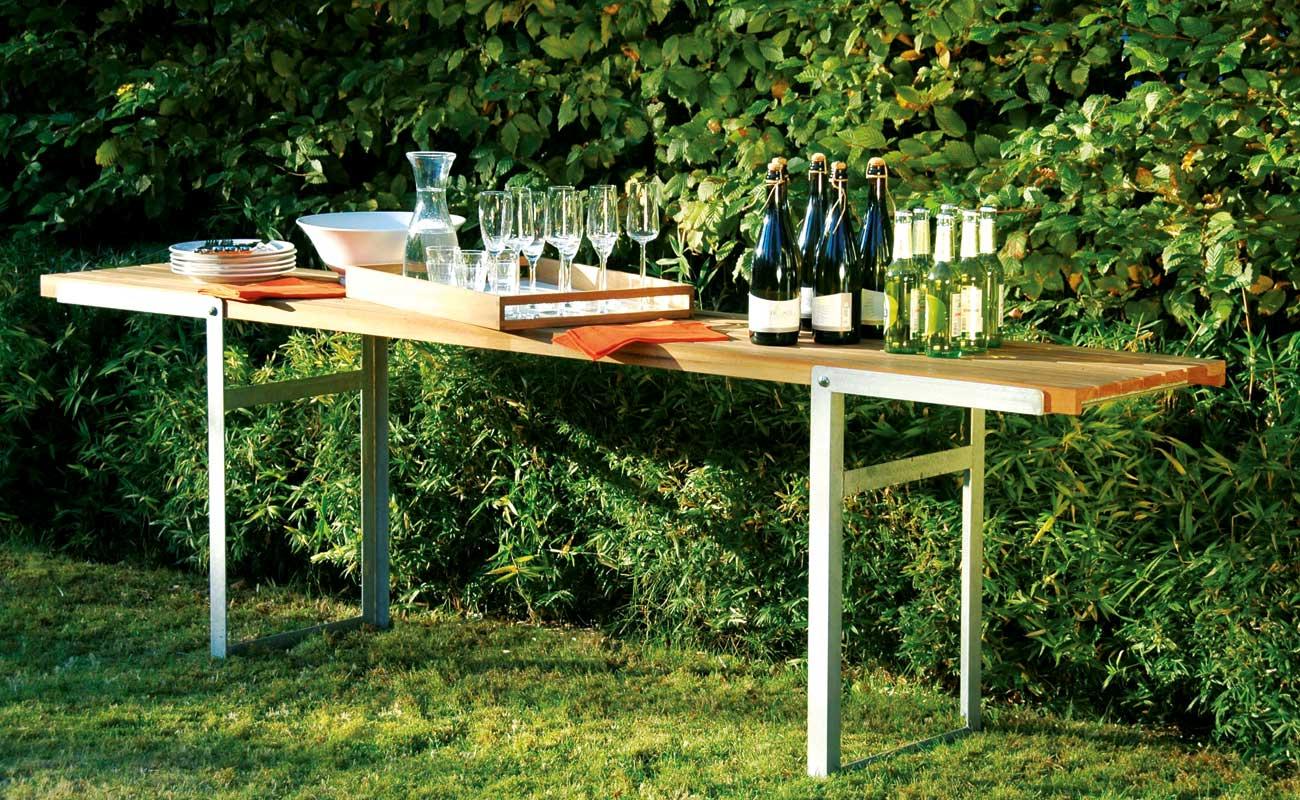 GARTENMÖBEL Gefertigt aus hochwertigen Materialien wie Edelstahl, Aluminium oder verzinktem Stahl in Verbindung mit Holz, finden unsere Gartenmöbel die schönsten Plätze im Garten.
