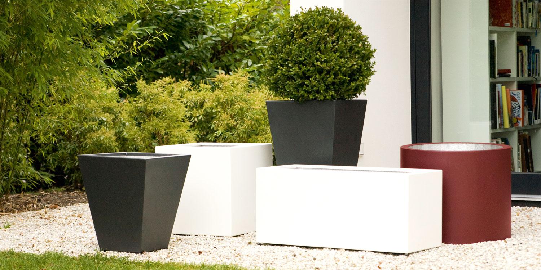 Perfekte Ergänzungen für Haus und Garten. Durch Schönheit und Funktionalität bestechen unsere Accessoires. Ob Pflanzgefäße aus Aluminium mit ausgeklügelten Details oder Fußabtreter die auch wirklich Schmutz beseitigen - jedes Produkt erfüllt seinen Zweck in Perfektion.